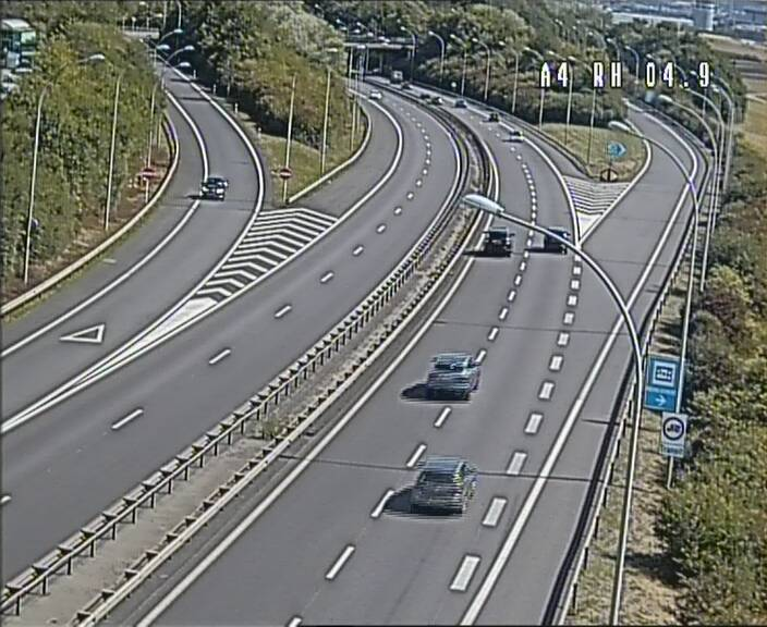 Traffic live webcam Luxembourg Leudelange - A4 - BK 4.9 - direction Luxembourg