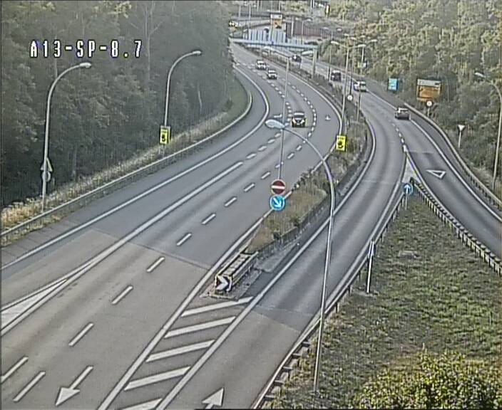 Traffic live webcam Luxembourg Jonction Lankelz - A13 direction Pétange - BK 8.7
