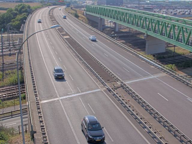 Traffic live webcam Luxembourg Croix de Bettembourg - A13 direction Esch-sur-Alzette - BK 19.8