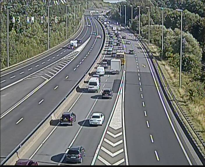 Traffic live webcam Luxembourg - Croix de Gasperich - A3 - BK 1.6 - direction France/Aire de Berchem
