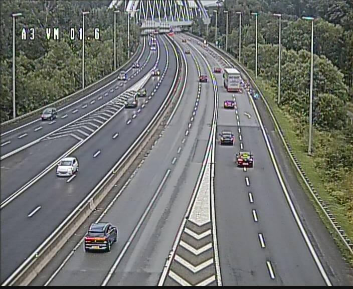 Traffic live webcam Luxembourg - Croix de Gasperich - A3 - BK 1.6 - direction France/Aire de Berchem